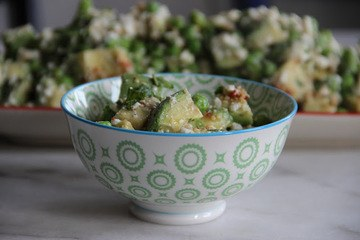 Rezept Erbsen-Avocadosalat mit Feta & Sesam-Chilidressing