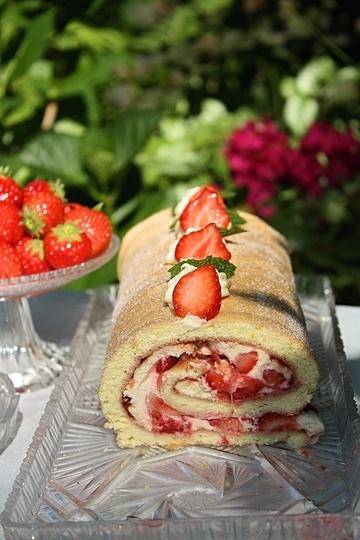 Rezept Erdbeer Biskuitrolle