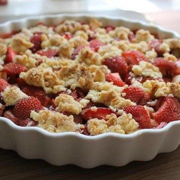 Rezept Erdbeer Rhabarber Crumble Cake