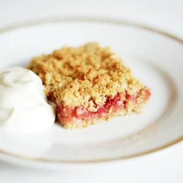 Rezept Erdbeer-Rhabarber-Streuselschnitten