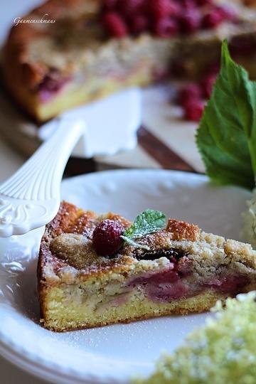 Rezept Erdbeer-Rhabarberkuchen mit Dinkelstreusel