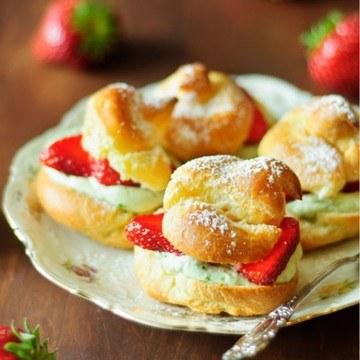 Rezept Erdbeer-Windbeutel mit Basilikumsahne