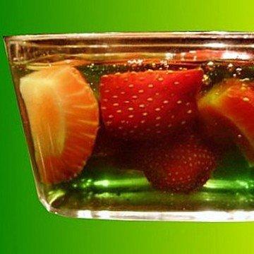 Rezept Erdbeeren in Waldmeister-Gelee