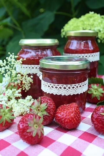 Rezept Erdbeermarmelade mit Holunderblüten