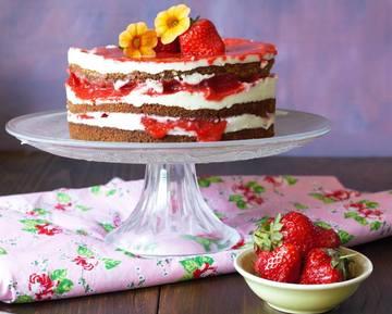 Rezept Erdbeertorte mit Käsekuchenfüllung und Erdbeersoße