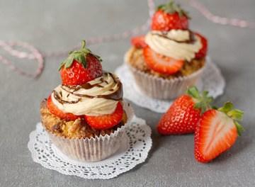 Rezept Erdnussbutter-Schokoladen-Cupcakes mit Erdbeeren