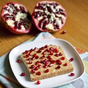 Rezept Erdnussbutter und Granatapfel Toast