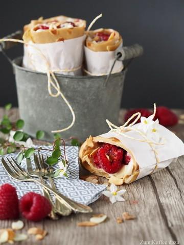 Rezept Espresso-Pfannkuchen-Wraps mit Mandel-Sahne und Himbeeren