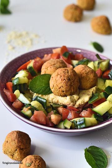Rezept Falafel mit Hummus auf Salat – nicht frittiert