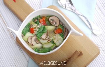 Rezept Farbenfrohe Pho-Suppe mit Quinoa, Pak Choi, Paprika und Champignons