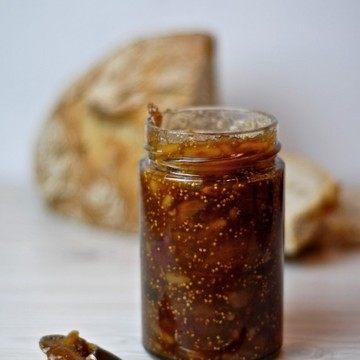 Rezept Feigen-Dattel-Konfitüre mit Pistazien und Pinienkernen