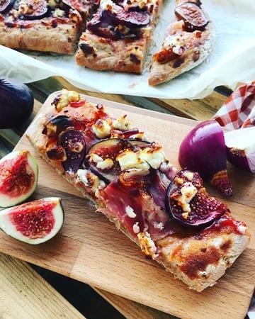 Rezept Feigenpizza mit Speck und Fetakäse