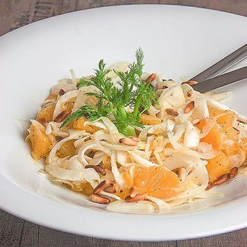Rezept Fenchel-Orangen-Salat mit gerösteten Pinienkernen