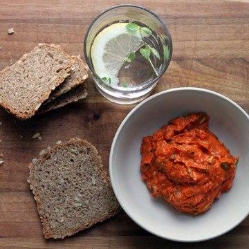 Rezept Feta-Brotaufstrich mit gegrillter Spitzpaprika