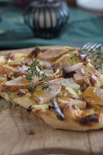 Rezept Flammkuchen mit Birne, Walnuss und Zwiebeln