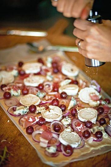 Rezept Flammkuchen mit Ziegenkäse und Weintrauben