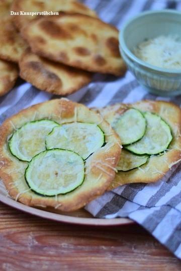 Rezept Flatbread mit Zucchini und dazu Ofentomaten-Suppe