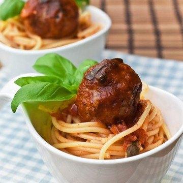 Rezept Fleischbällchen mit Tomatensauce und Pasta