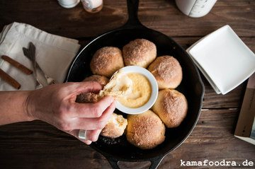 Rezept Fluffige Zimtbrötchen mit warmem Cheesecake-Vanille Dip