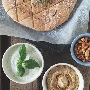 Rezept Focaccia, Hummus & Tsatsiki