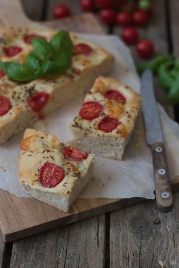 Rezept Focaccia mit Mozzarella und Tomaten