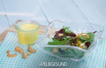 Rezept Frischer Salat mit sonnengelben und aromatischen Kurkuma-Dressing