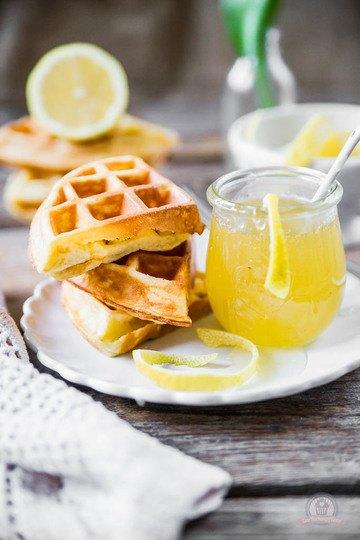 Rezept Frischkäse-Waffeln mit Zitronensauce