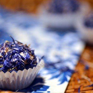 Rezept Frischkäsepralinen im Kornblumenmantel