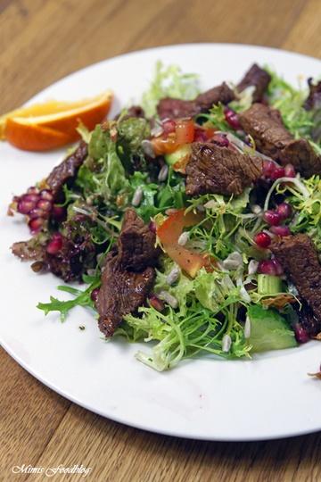 Rezept Friséesalat mit Granatapfel und Rinderstreifen