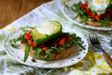 Rezept Friselle con avocado, pomodorini e uova