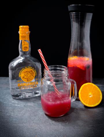 Rezept Frühlingscocktail mit Melone, Orange, Limette, Trauben und Blaubeeren