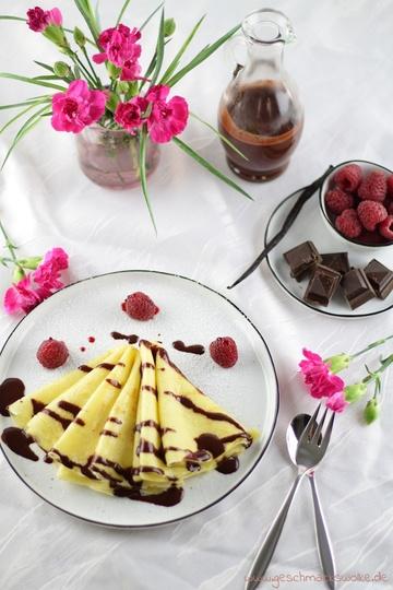 Rezept Frühstück zum Verlieben: Crêpes mit Himbeer-Schokoladen-Sauce