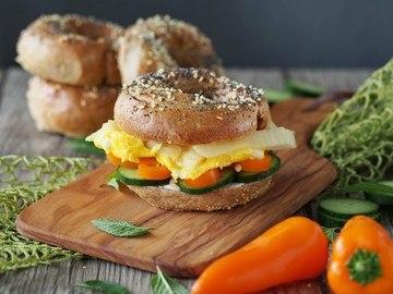 Rezept Frühstücks-Vollkorn-Bagel mit Rührei