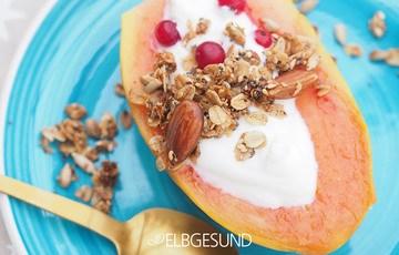 Rezept Frühstücksglück mit gefüllten Papaya Booten