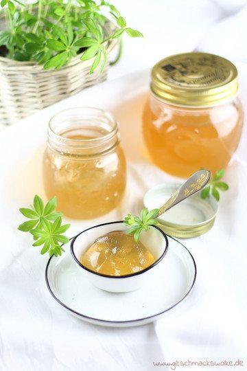 Rezept Frühstückszeit mit selbstgemachten Waldmeister-Trauben-Gelee