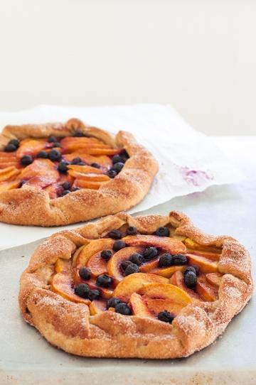 Rezept Galette mit Pfirsichen und Blaubeeren