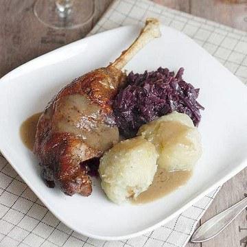 Rezept Gänsebraten mit Apfel-Rotkohl und Thüringer Klößen