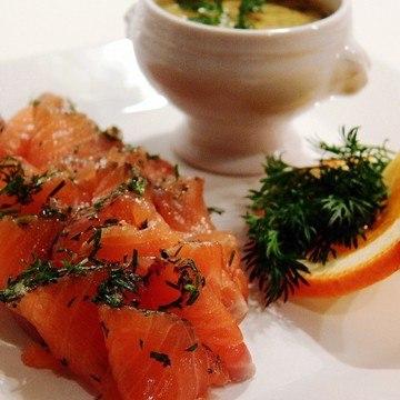 Rezept Gebeizter Lachs mit Honig-Senf-Dill-Sauce