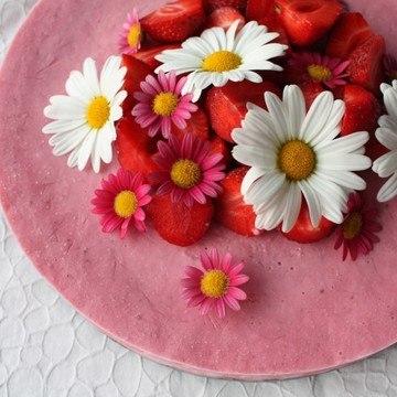 Rezept Gefrorener Erdbeer-Cheesecake auf Sonnenblumenkernen-Kruste