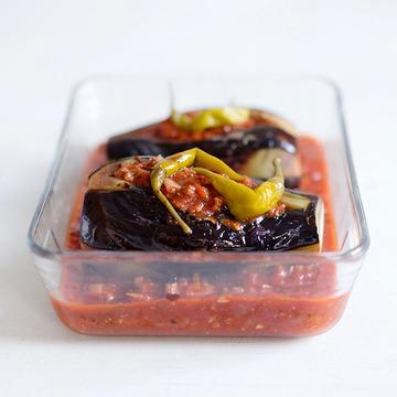 Rezept Gefüllte Auberginen mit Hackfleisch und Tomatensauce - Karniyarik