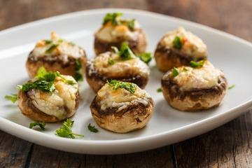Rezept Gefüllte Champignons mit Zwiebeln und Käse