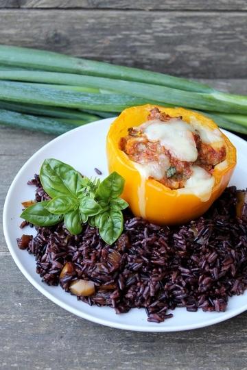 Rezept Gefüllte Paprika auf lila Reis