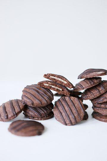 Rezept Gefüllte Schokoplätzchen mit Marzipan und Zartbitterschokolade