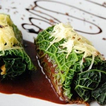 Rezept Gefüllte Wirsingblätter mit Räuchertofu-Champignons und Balsamico-Schokoladensoße