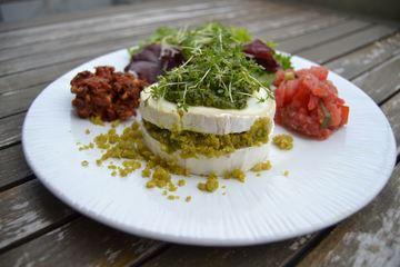 Rezept Gefüllter Ziegenkäse mit Pistazien - Pesto