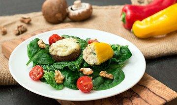 Rezept Gefülltes Gemüse auf Spinat-Walnuss-Salat