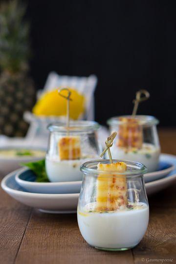 Rezept Gegrillte Ananas mit Zitronen-Minz-Pesto und Joghurt