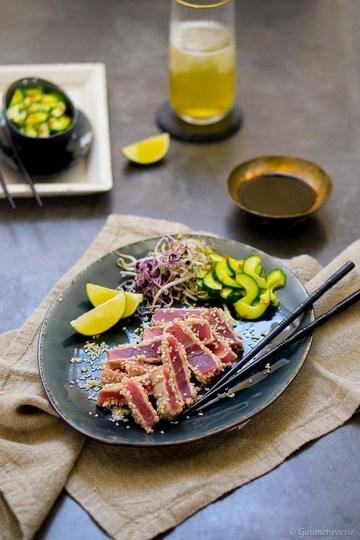 Rezept Gegrillter Sesam-Thunfisch mit asiatischem Gurkensalat
