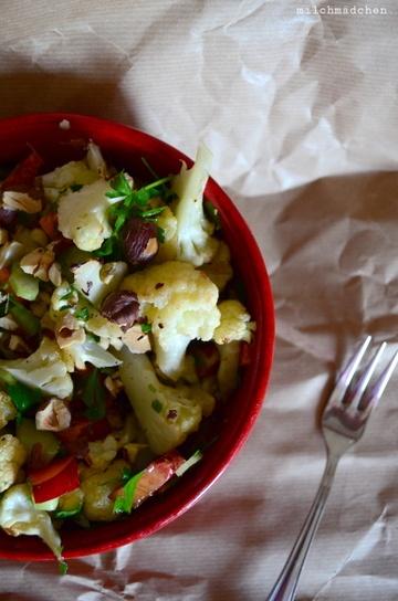 Rezept Gerösteter Blumenkohlsalat mit Haselnüssen, Petersilie und Nektarine nach Ottolenghi