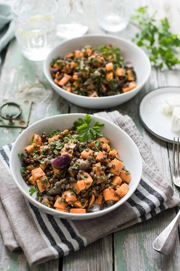 Rezept Gerösteter Süßkartoffel-Salat mit Linsen und Mohn-Dressing